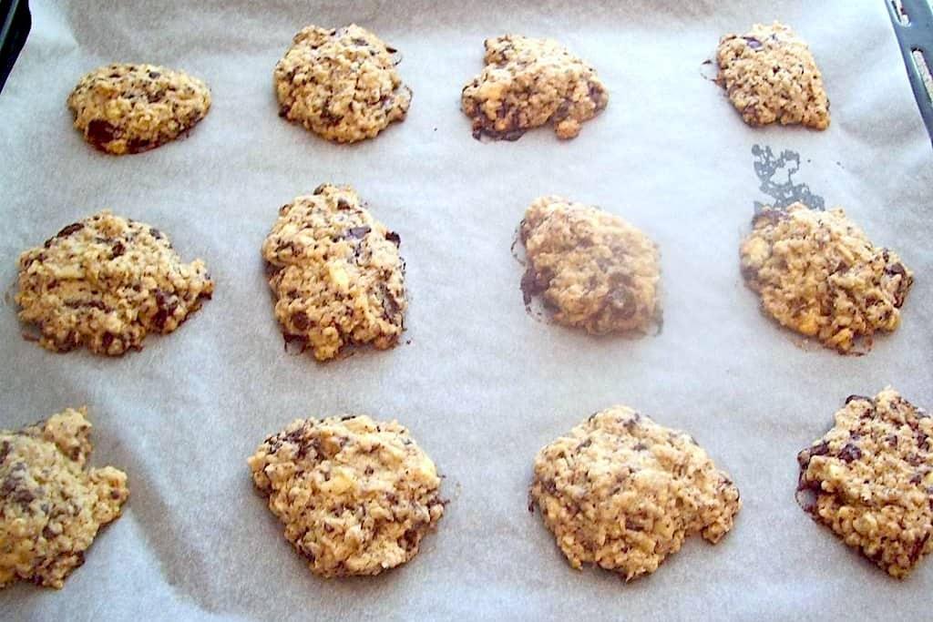 smørbagte cookies med to slags chokolade