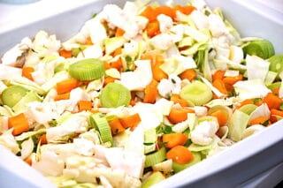 grøntsager fordeles i fadet