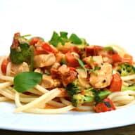 Kylling med soltørrede tomater og pasta