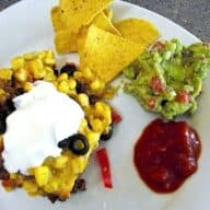 mexicansk fad med knuste tortillachips