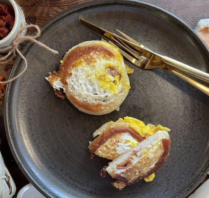 Æg og baconbolle