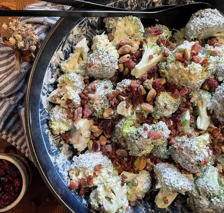 Broccolisalat med pistacie