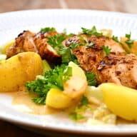 Kyllingebryst med kartofler, spidskål og sovs