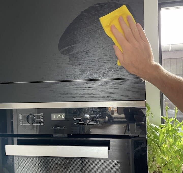 Rengøring af køkkenlåger