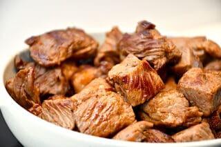 brunet oksekød til bistrogryde