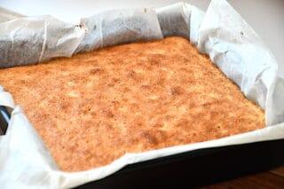 færdigbagt kage med appelsin og kokos