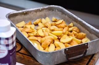 kartofler i små både til Ejners pølsemix