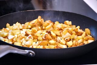 kartofler og selleri til pyt i pande